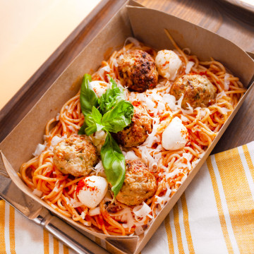 Meatballs, tomato & basil